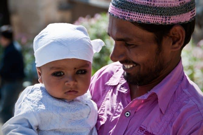 Общество: Количество детей-мусульман превысит число христиан к 2035 году
