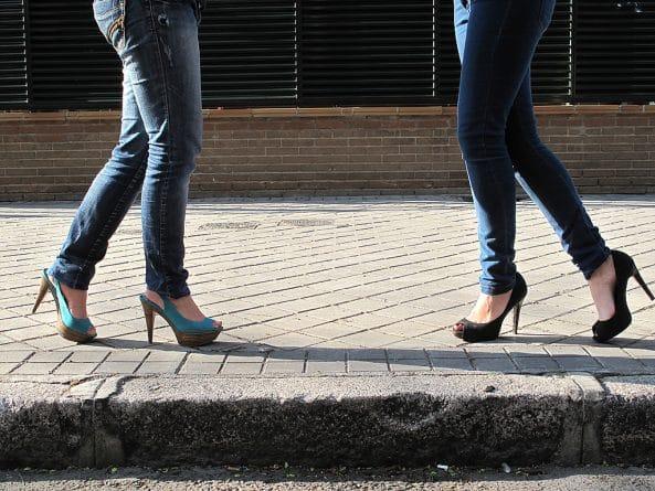 Закон и право: Боссы смогут заставлять женщин одевать высокие каблуки