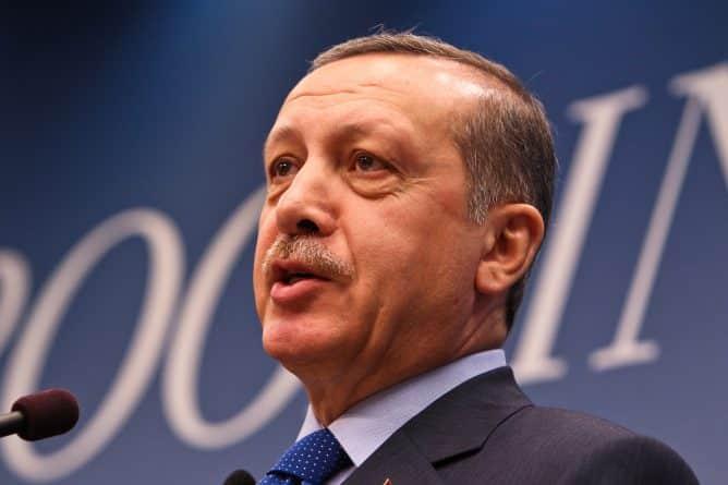 """В мире: Эрдоган становится """"султаном"""" Турции. Оппозиция не согласна"""