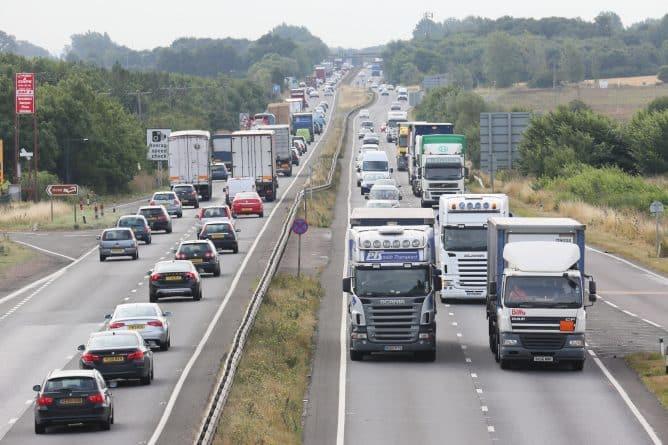 Досуг: Предупреждение водителям: дороги на Пасхальные выходные будут перегружены