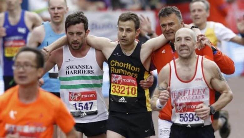 Общество: Участник марафона помог другому добраться до финишной черты