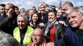 Выборы во Франции: Ле Пен собирает голоса. Макрон - теряет
