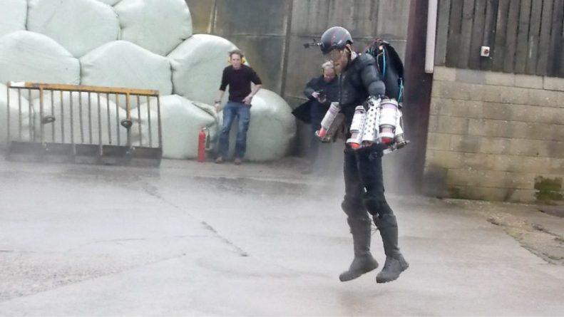 Технологии: Настоящий летающий костюм представили на конференции TED