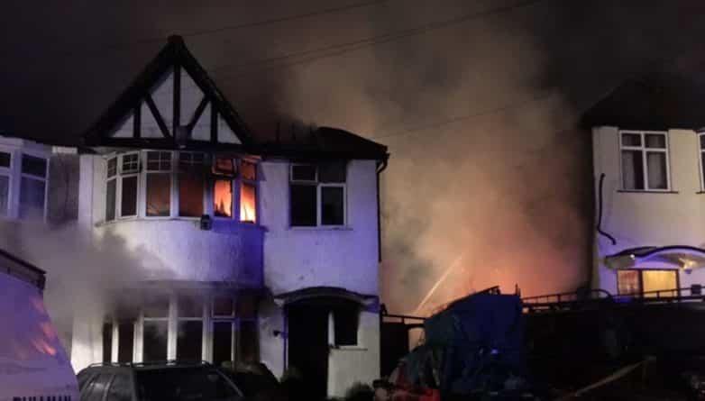 Происшествия: В северном Лондоне дом полностью сгорел из-за гриля