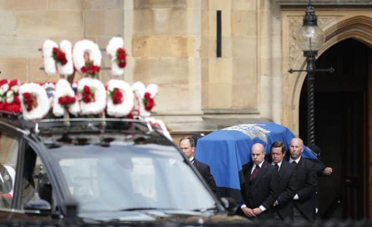 Общество: Прошли торжественные похороны полицейского Кита Палмера