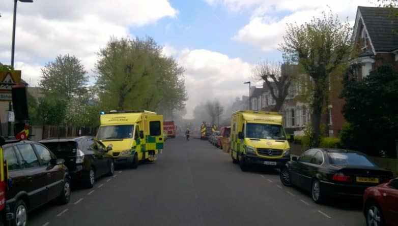 Происшествия: Трое полицейских и вооруженный мужчина ранены во время взрыва в Finsbury Park