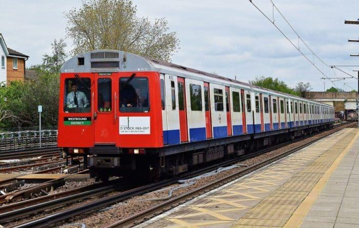 Досуг: Прощальный тур поезда линии District, так как его снимают с линии