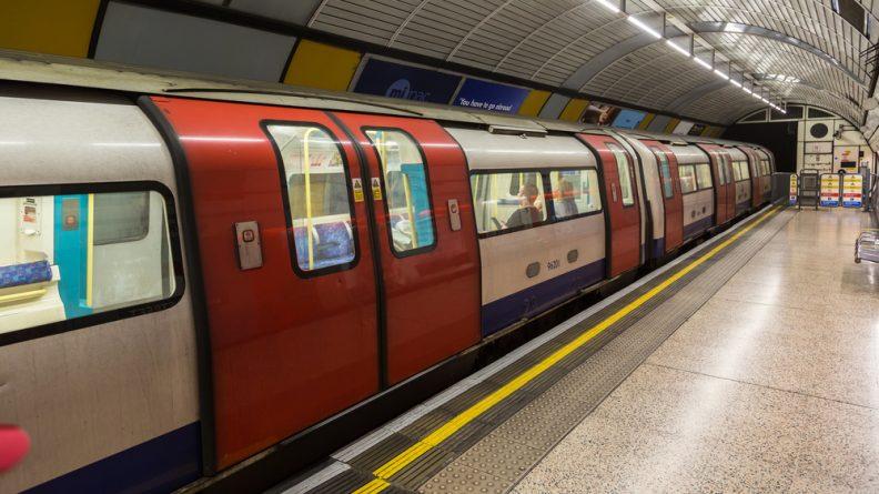"""Закон и право: Студент: Бомба в лондонском метро была """"розыгрышем"""""""