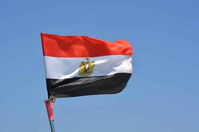 В мире: Президент Египта объявил о введении трехмесячного военного положения