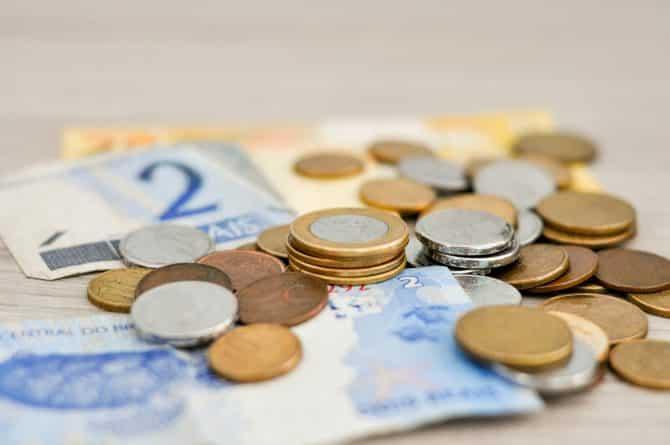 Бизнес и финансы: Сегодня минимальная зарплата в Великобритании выросла до 7.50 фунтов в час