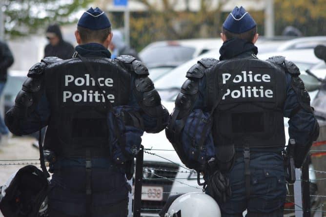 В мире: Франция мобилизовала 50 тысяч полицейских в преддверии выборов