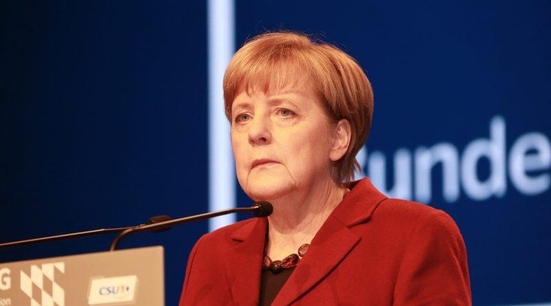 """Политика: Германия пытается вмешаться в выборы, чтобы """"убрать Терезу Мэй"""""""
