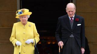 Королева провела минуту молчания в память о жертвах теракта в Манчестере