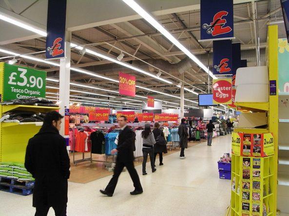 Бизнес и финансы: Британцы стали экономить на покупках