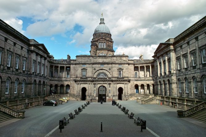Происшествия: Студенты Edinburgh University получили фальшивку об отмене выпускного