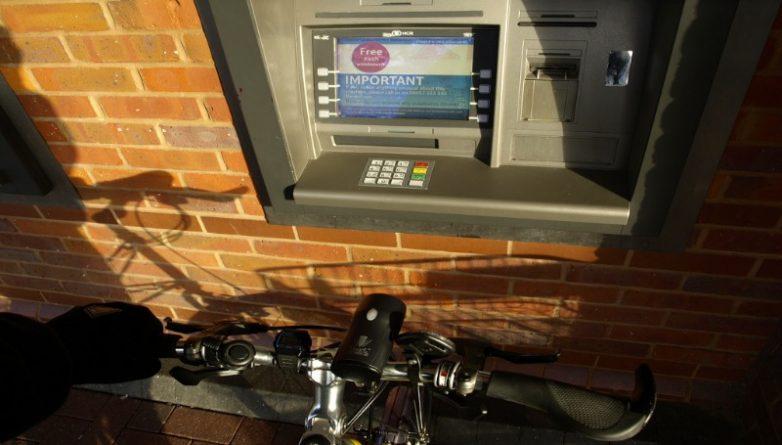 Технологии: 50 лет назад в Британии появился первый в мире банкомат