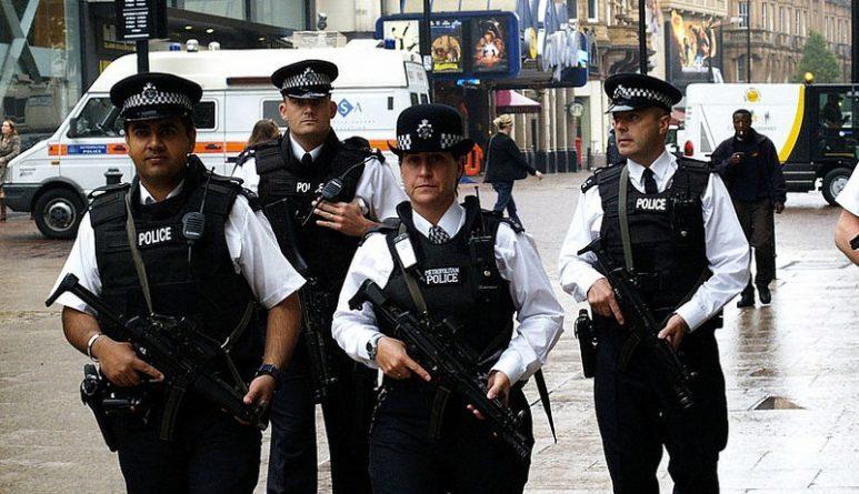 Закон и право: Полицейским выдадут электрошокеры для борьбы с преступниками