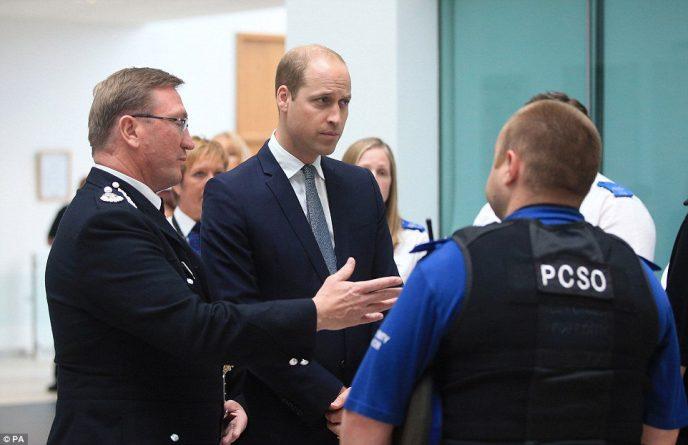Знаменитости: Принц Уильям встретился с жертвами манчестерского теракта