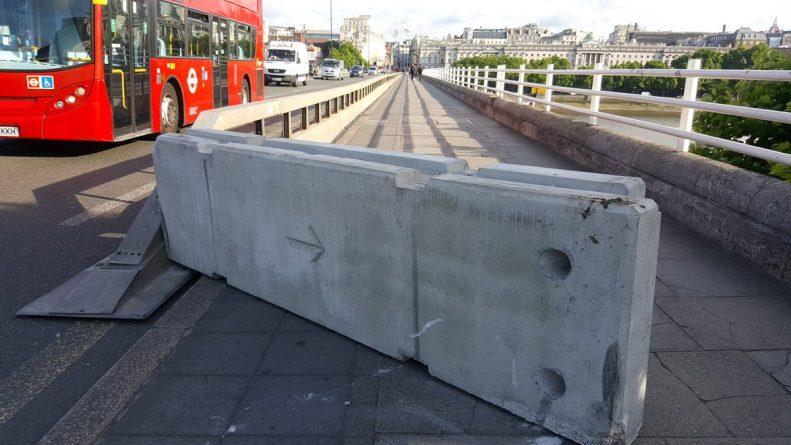 Происшествия: На лондонских мостах установлены бетонные ограждения