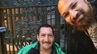 Бездомный одолжил посетителю ресторана свои ботинки и этим спас ему вечер