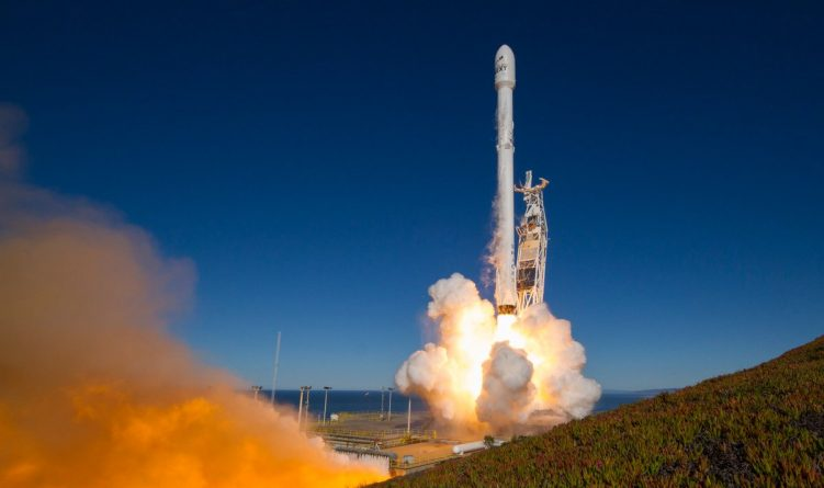Технологии: SpaceX успешно запустила и приземлила две ракеты Falcon 9