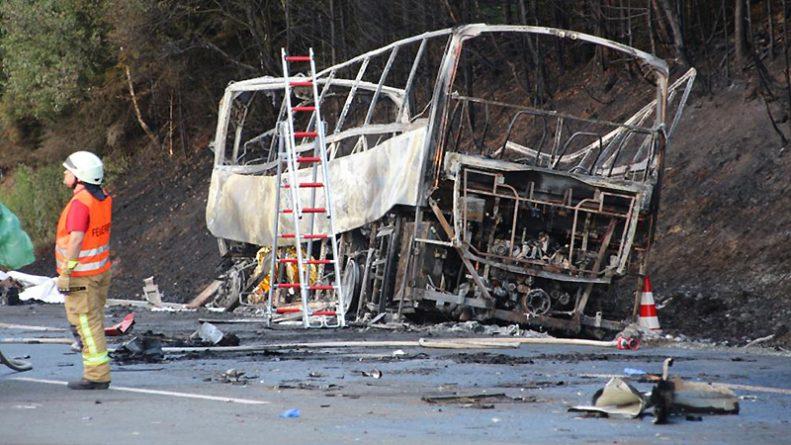 Без рубрики: В Германии на трассе сгорел туристический автобус