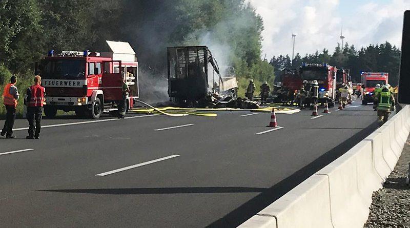 В Германии на трассе сгорел туристический автобус