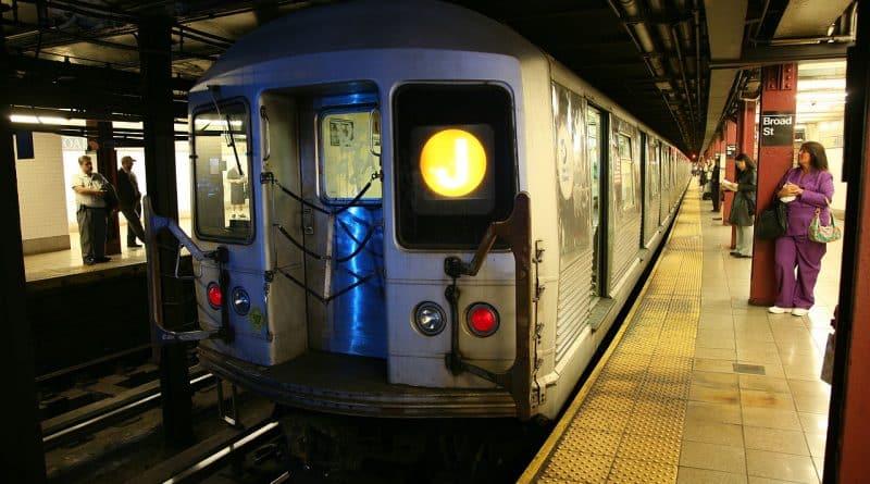 В мире: В метро хулиган помочился девушке в лицо