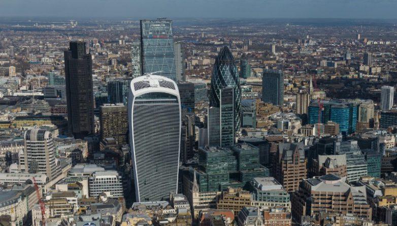 Видео: Шокирующее видео руфера забравшегося на самый высокий небоскреб Лондона