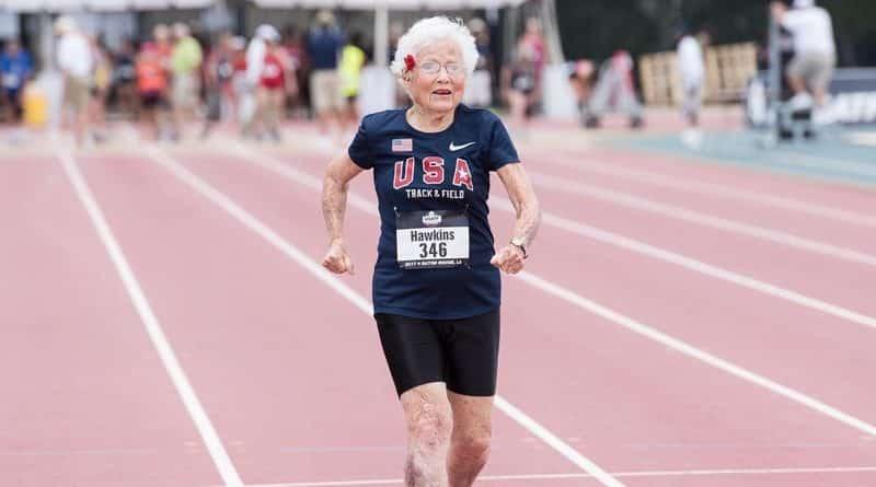 Без рубрики: Столетняя старушка побила рекорд в забеге на 100 метров