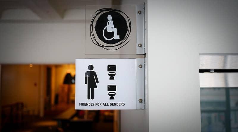 В мире: В американских школах официально введены туалеты для трансгендеров