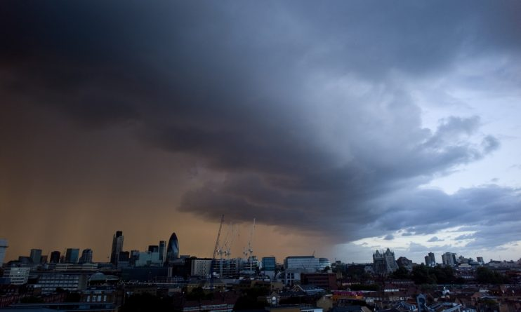 Погода: Циклон принесет сильные дожди и грозы