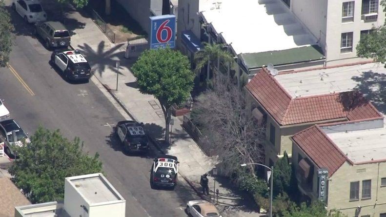 В мире: Вооруженный преступник забаррикадировался в голливудском мотеле