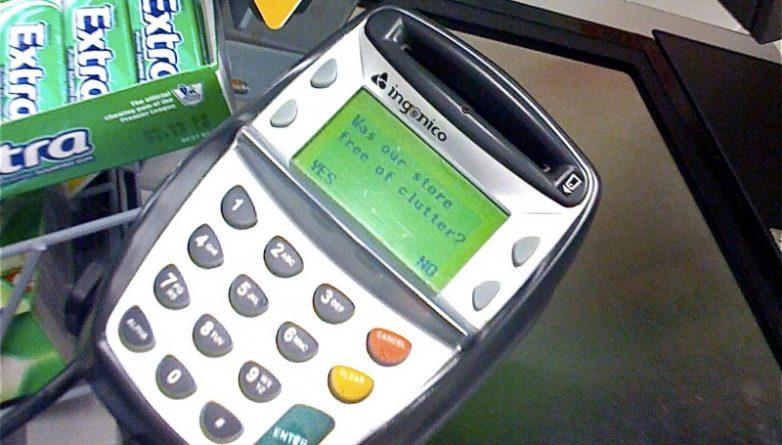 Закон и право: Мошенники нашли новый способ обчистить держателей банковских карт