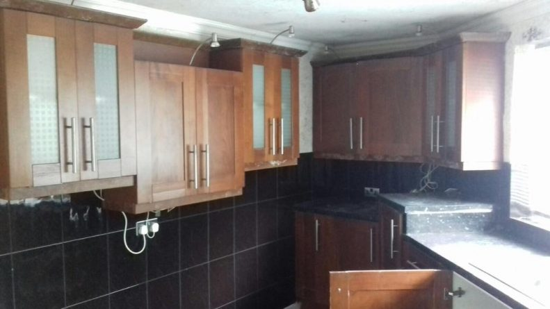 Дом с тремя спальнями продается за £1