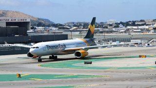 Британские туристы по головам пытались выбраться из задымленного самолета
