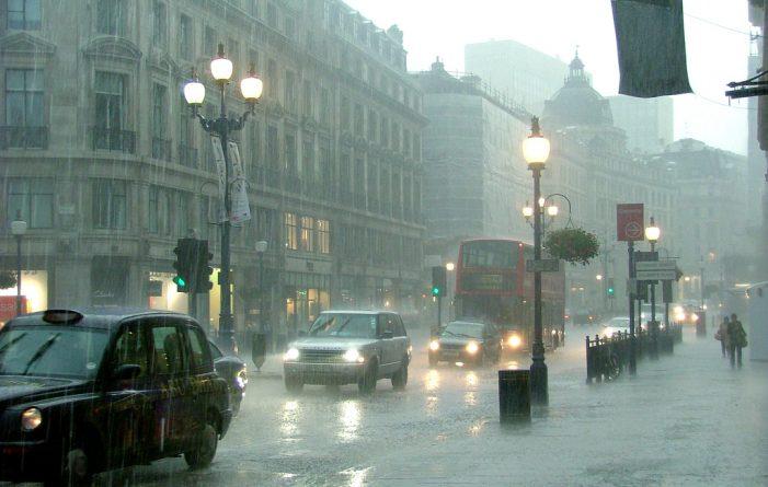 Погода: В паузе между ливнями британцы успеют схватить солнце