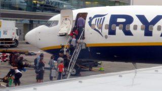 Ryanair может запретить брать в салон вторую сумку