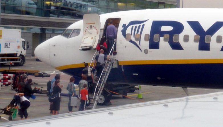 Бизнес и финансы: Ryanair может запретить брать в салон вторую сумку