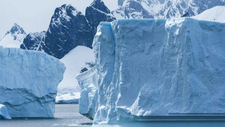 В мире: От Антарктиды откололся гигантский айсберг размером с Уэльс