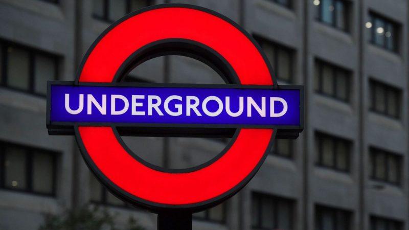 Дам и господ в лондонском метро больше не будет
