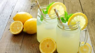 Пятилетнюю девочку оштрафовали за продажу лимонада без лицензии