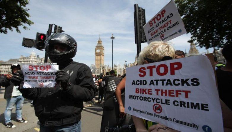 Общество: Водители требуют защитить их от новых кислотных атак