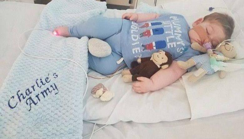 Общество: Больному малышу Чарли Гарду дали американское гражданство