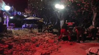 Британцы оказались в эпицентре землетрясения в Греции (фото, видео)