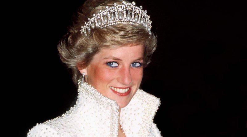 Знаменитости: Члены королевской семьи посетили поминальную службу в честь 20-летия со дня смерти принцессы Дианы