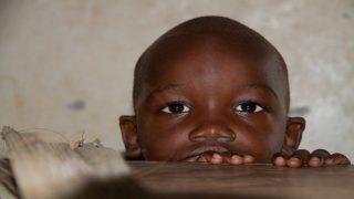 Франция намерена ограничить поток мигрантов из Африки