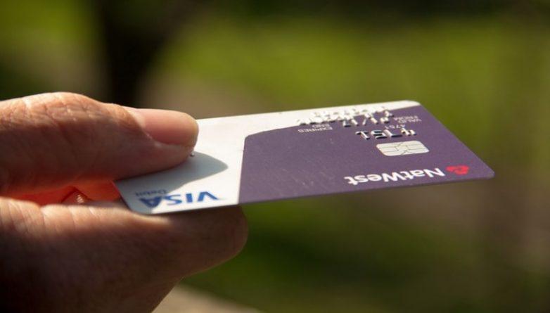 Бизнес и финансы: Visa будет платить магазинам за отказ принимать наличные