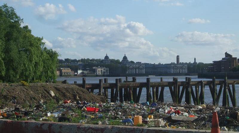 Закон и право: Тюрьма и уничтожение двух грузовиков за мусор на дороге
