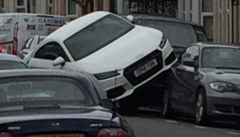 Происшествия: Белый Audi пошел по головам